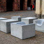 Concrete things fåtölj i ljusgrå betong. Design Komplot, Boris Berlin & Poul Christiansen.