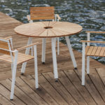 SunSet möbelgrupp, med runt bord och fåtöljer i oljad ek. Design, Mats Aldén